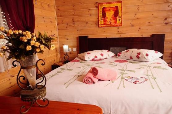 מיטה זוגית מפנקת בסוויטה 1