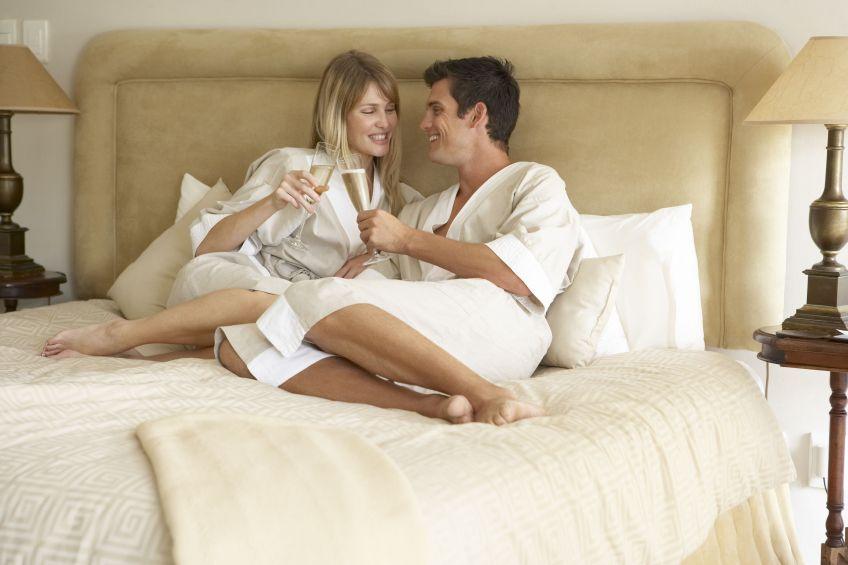 В спальне с любовником, смотреть порно фильмы доминирование ласковых ручек